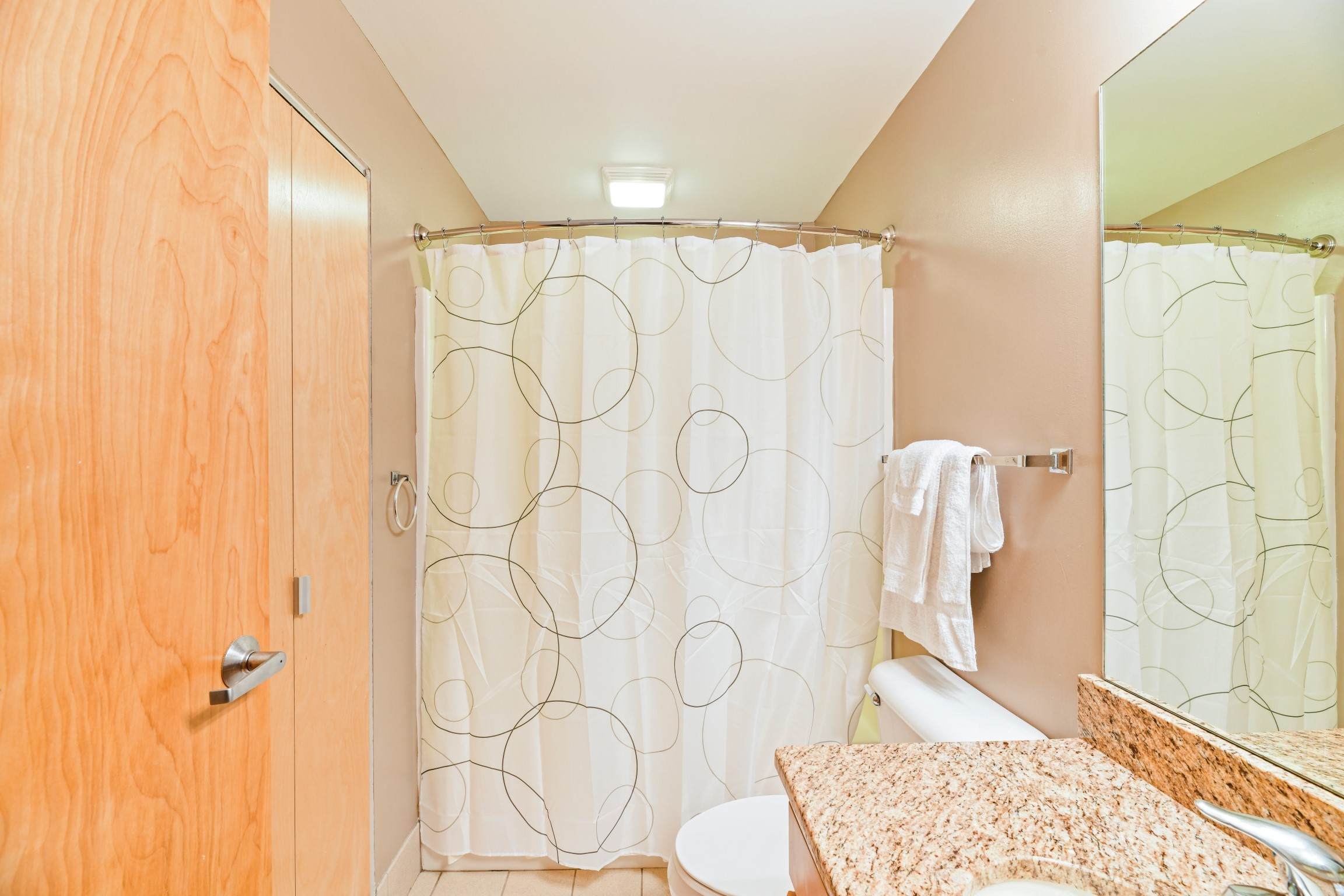 image 5 furnished 2 bedroom Apartment for rent in Cleveland Heights, Cuyahoga County