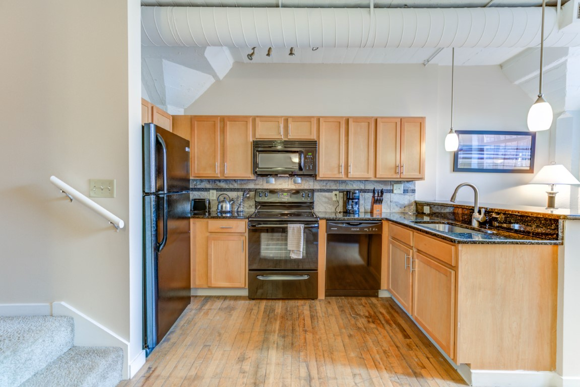 image 2 furnished 1 bedroom Apartment for rent in Cleveland Heights, Cuyahoga County