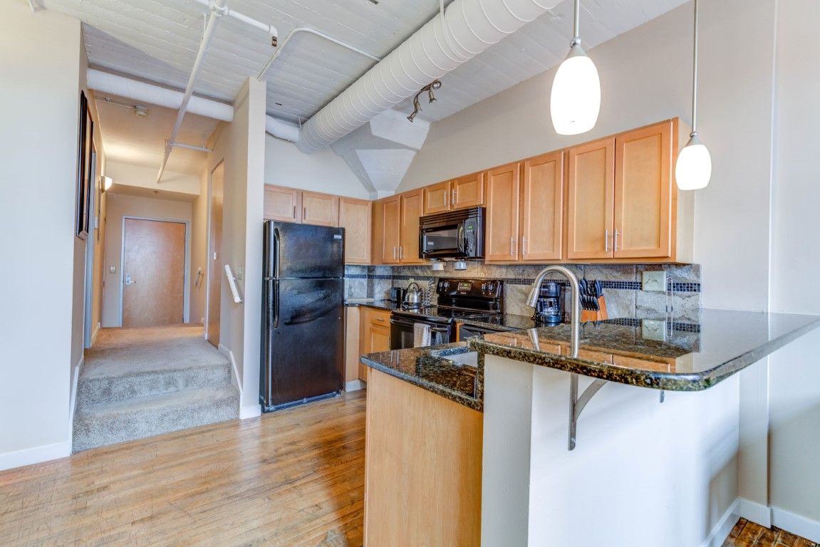 image 3 furnished 1 bedroom Apartment for rent in Cleveland Heights, Cuyahoga County