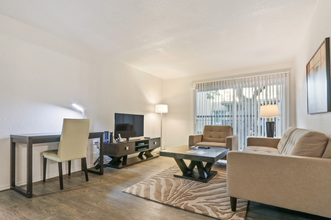 image 2 furnished 5 bedroom Apartment for rent in Hollywood, Metro Los Angeles
