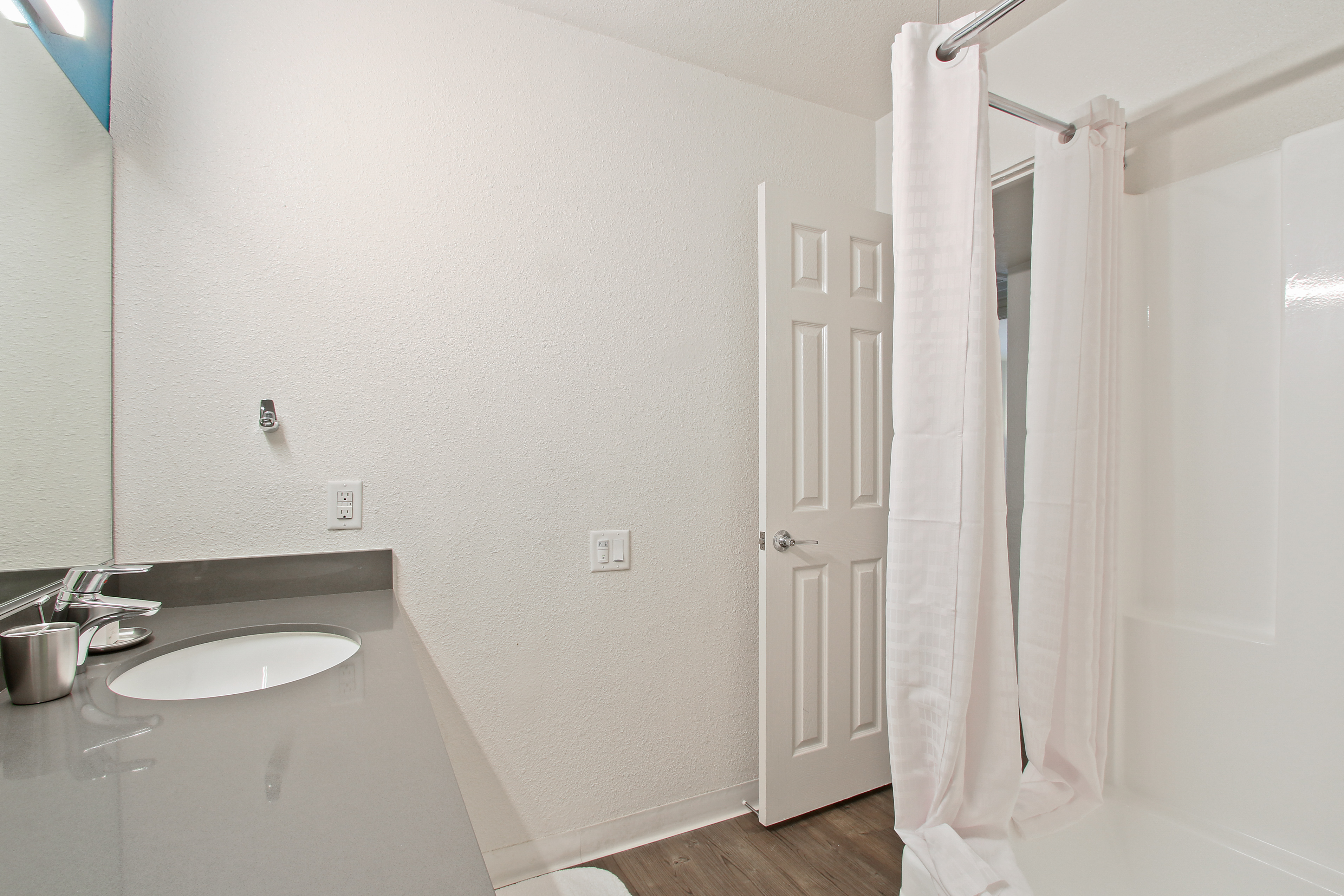 image 4 furnished 5 bedroom Apartment for rent in Hollywood, Metro Los Angeles