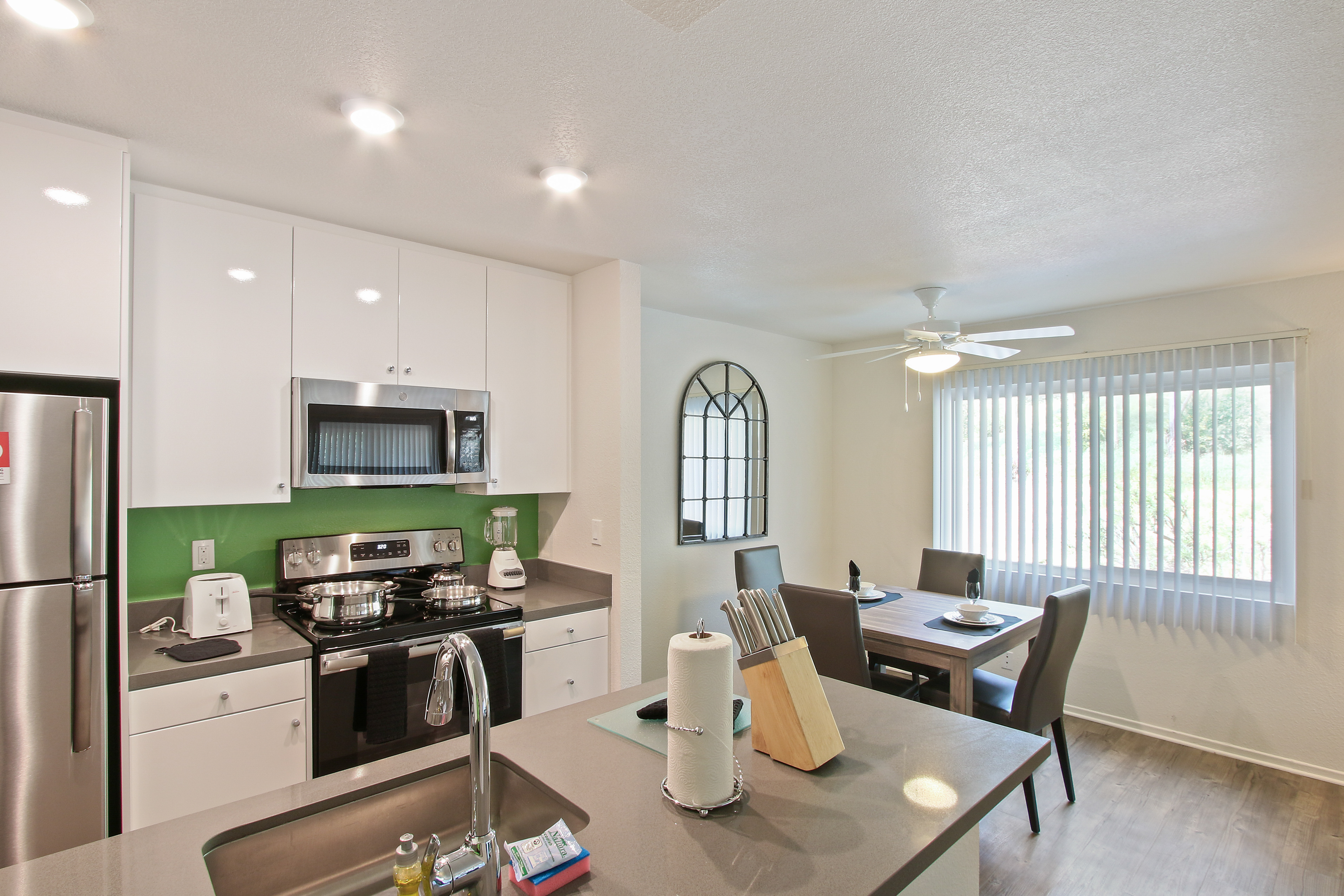 image 2 furnished 2 bedroom Apartment for rent in Hollywood, Metro Los Angeles