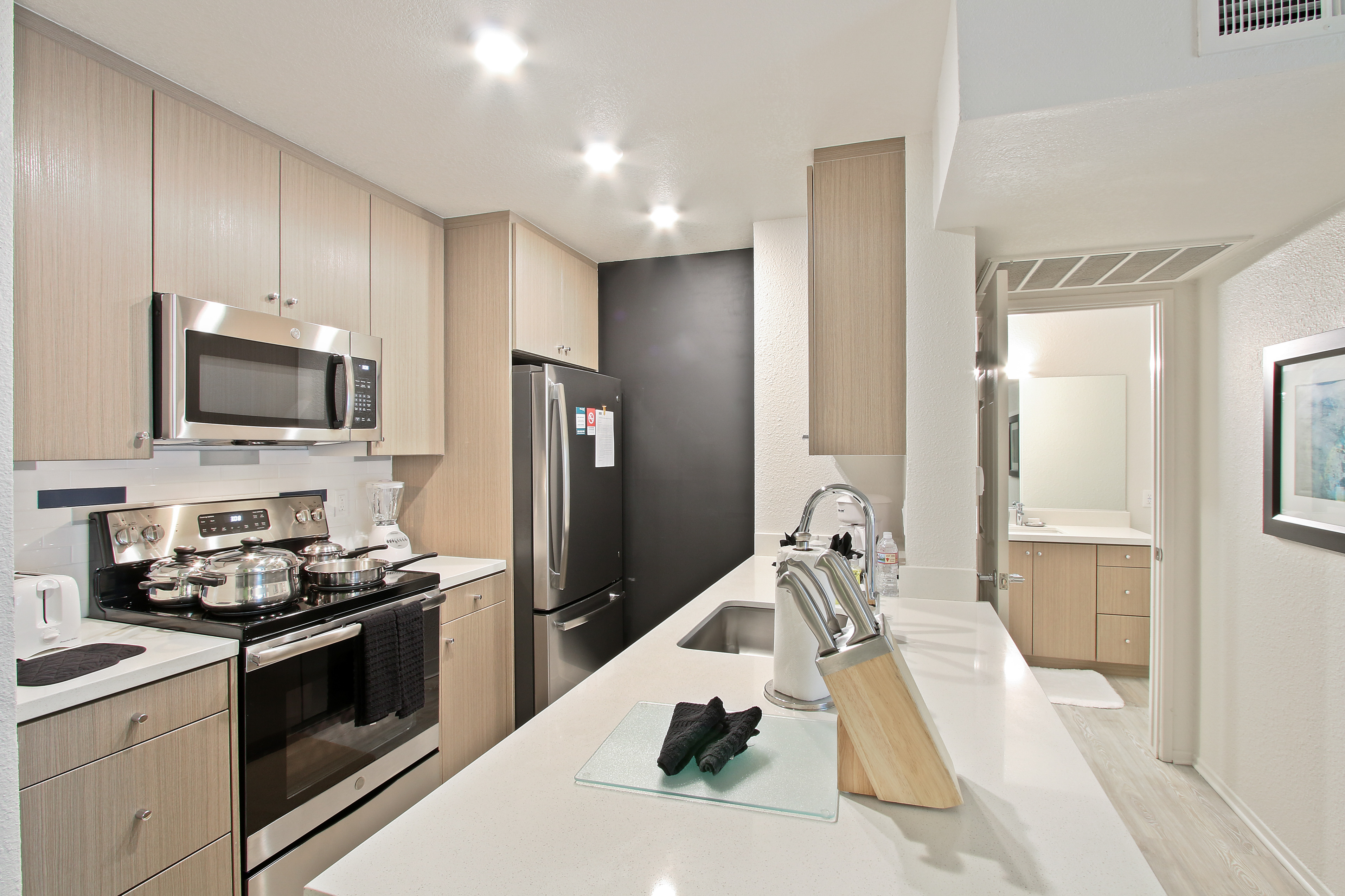 image 3 furnished 2 bedroom Apartment for rent in Hollywood, Metro Los Angeles